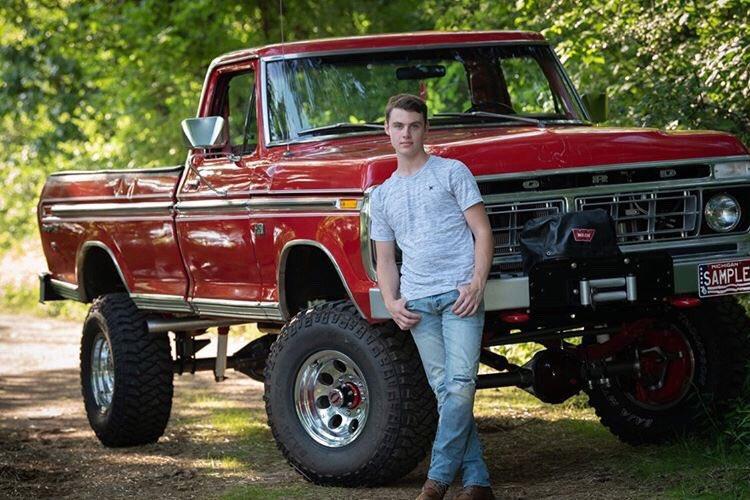 18 Year Old Built His Dream Truck 1976 Ford F250 Highboy 9.jpg