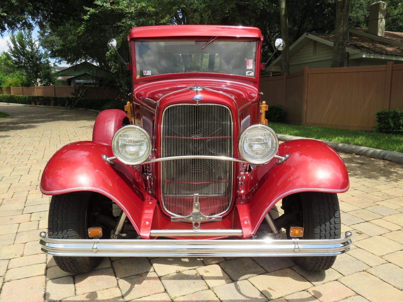1932 Ford Custom Flatbed Pickup 2.jpg