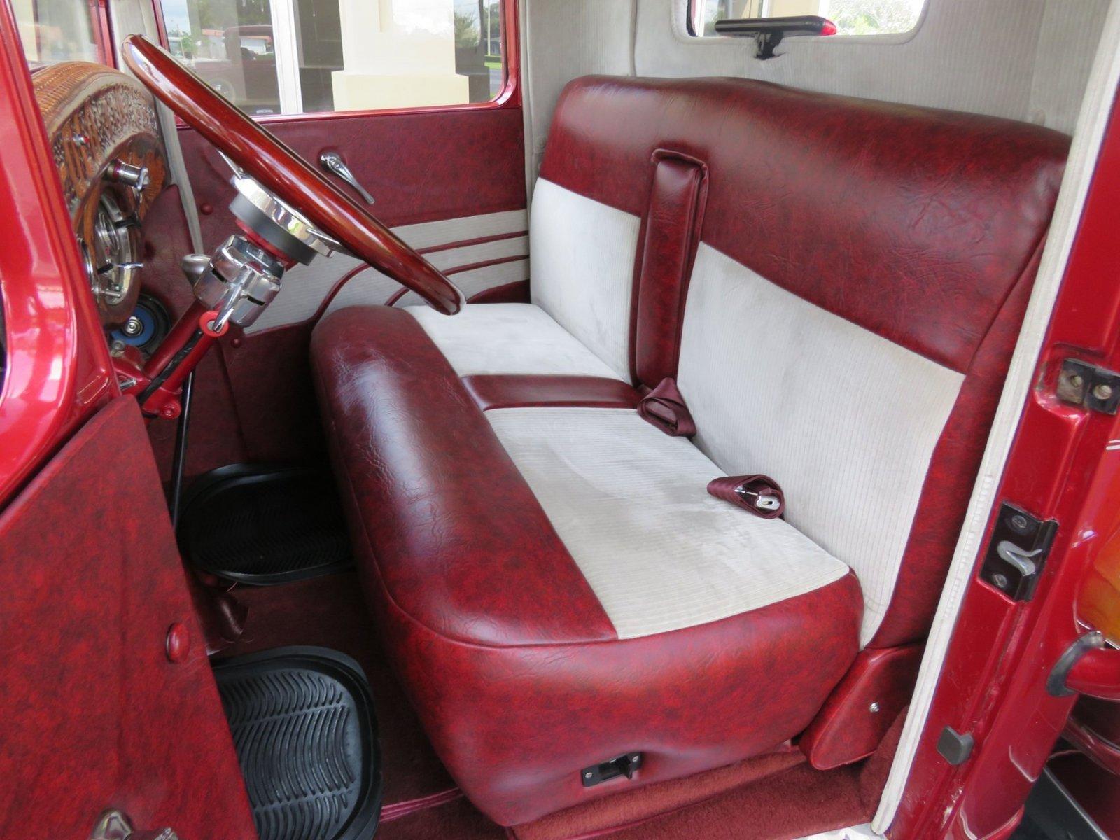 1932 Ford Custom Flatbed Pickup 4.jpg