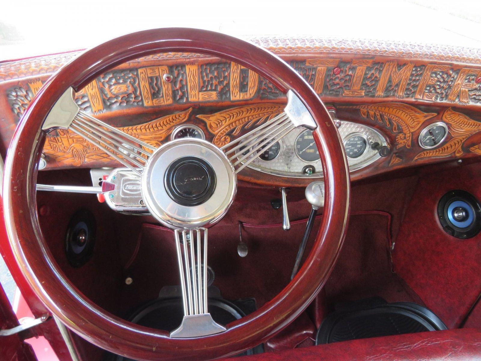 1932 Ford Custom Flatbed Pickup 5.jpg