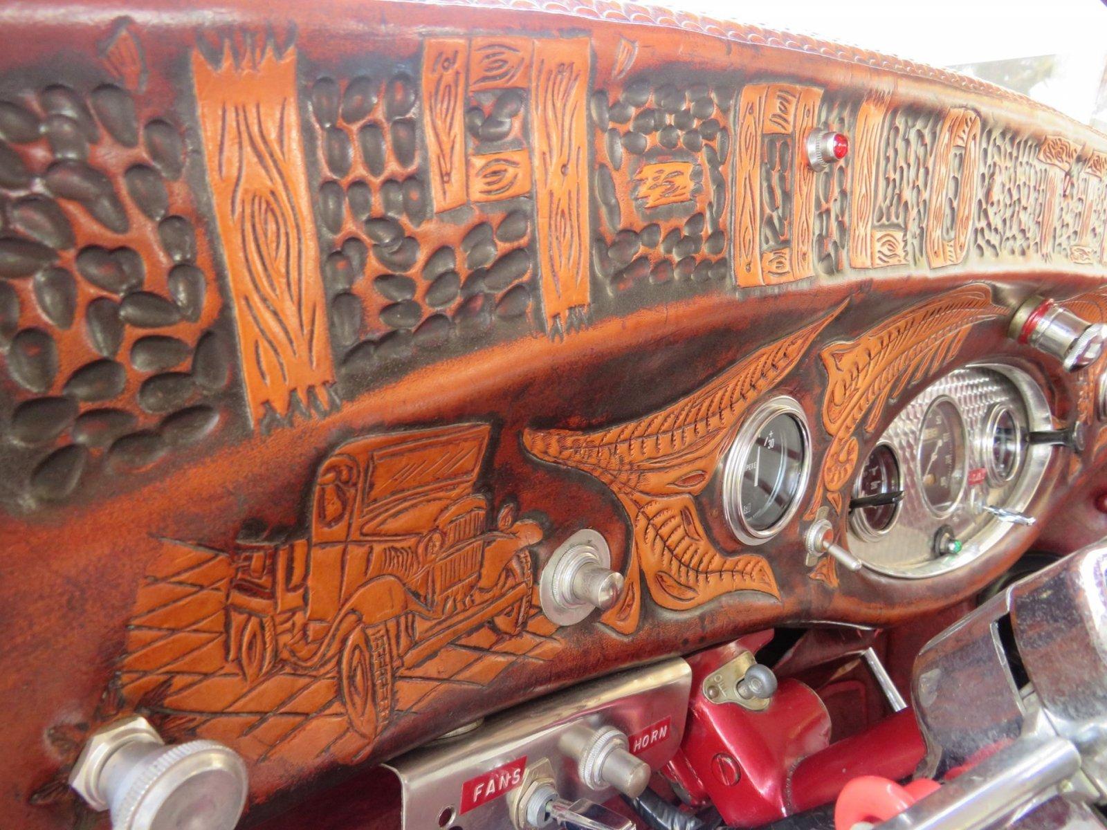 1932 Ford Custom Flatbed Pickup 6.jpg