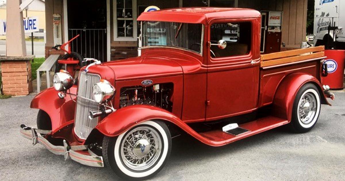 1934 Ford Flathead With Full Race Cam 3 Carbs.jpg