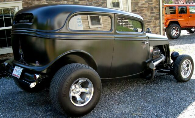 1934 Ford Tudor Street Rod Pro Build  4.jpg