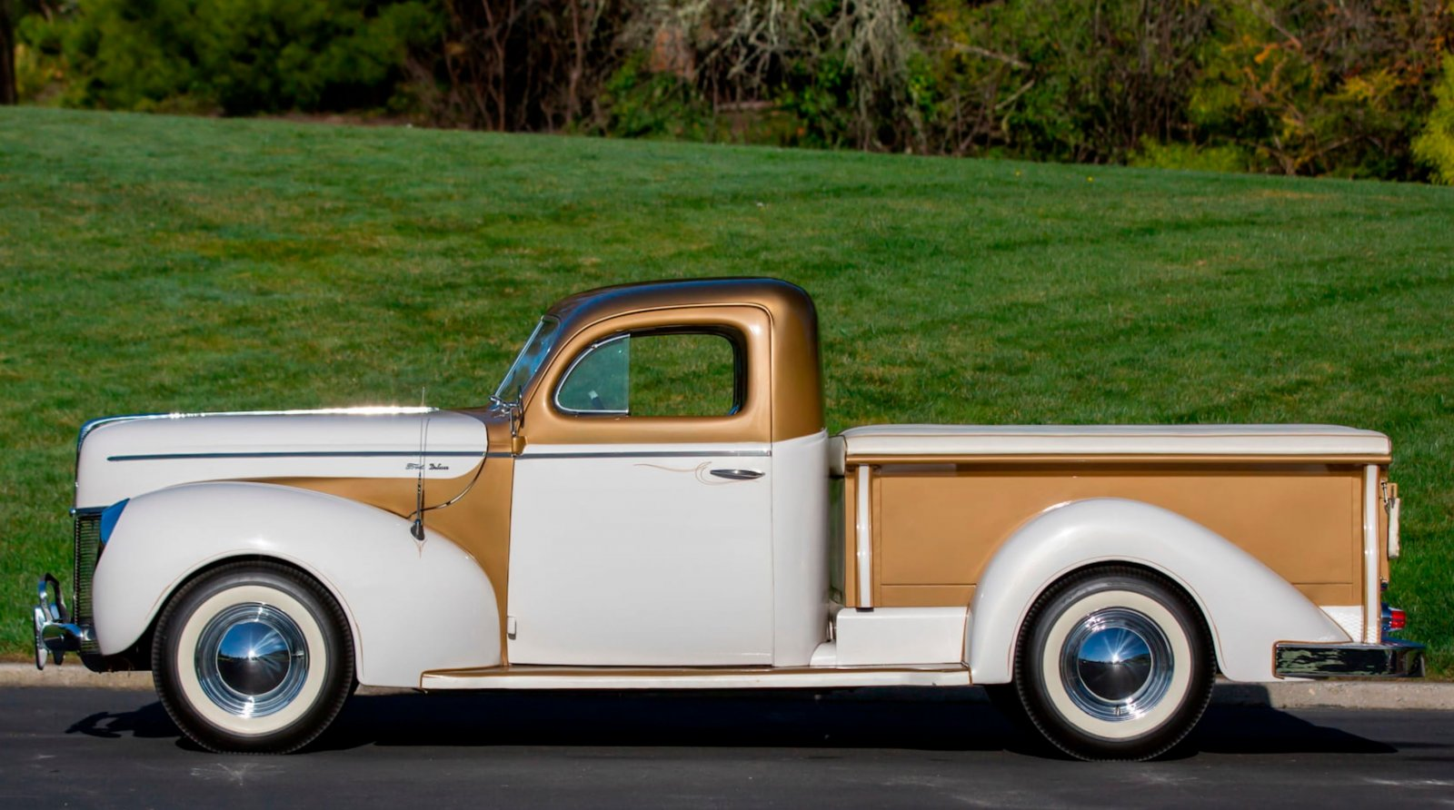 1937 Ford Freighter Pickup Gold Pearl 3.JPG