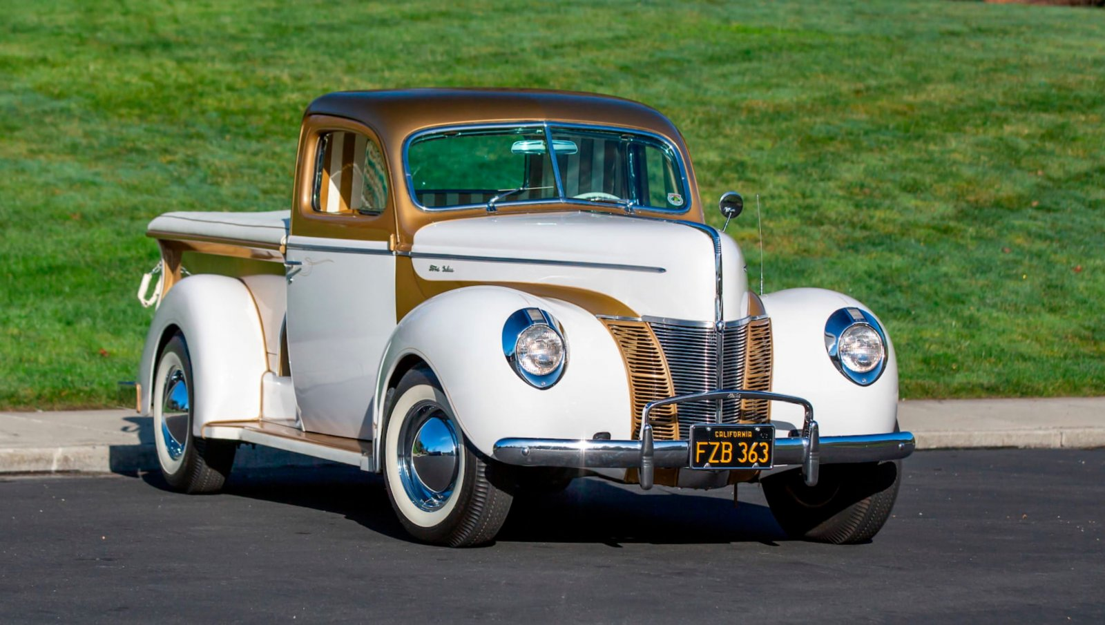 1937 Ford Freighter Pickup Gold Pearl 9.JPG