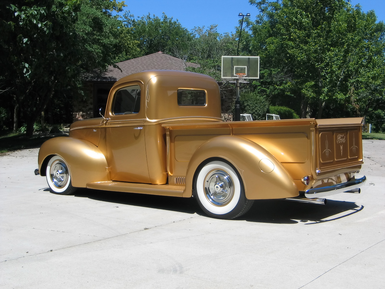 1940 FORD PICKUP TRUCK GOLD 2.jpg