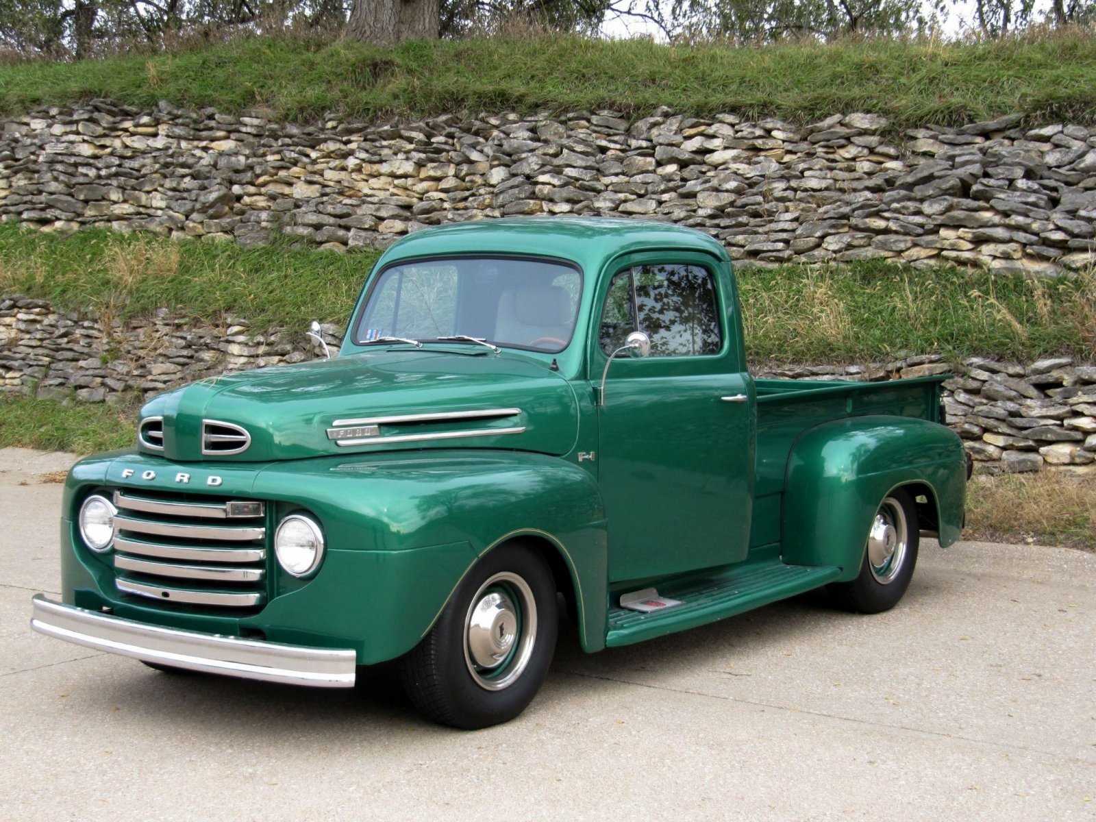 1950 FORD F-1 STEPSIDE LONG-HAULER GLOSS GREEN ENVY 12.jpg