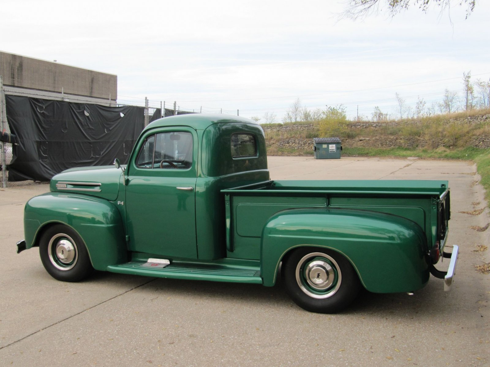 1950 FORD F-1 STEPSIDE LONG-HAULER GLOSS GREEN ENVY 13.jpg