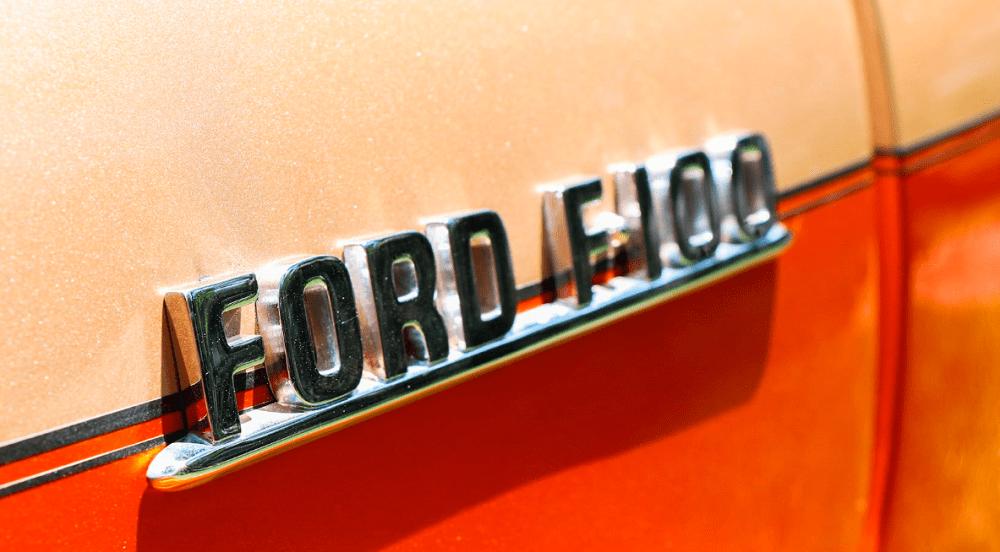 1954-FORD-F-100-RESTOMOD-EMBLEM.png