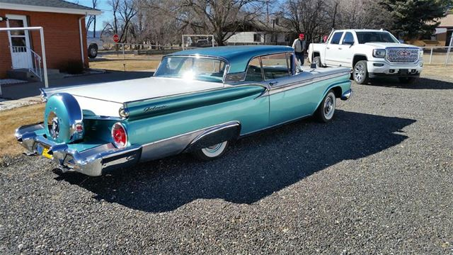 1959 Ford Galaxie 500 Skyliner 2.jpg