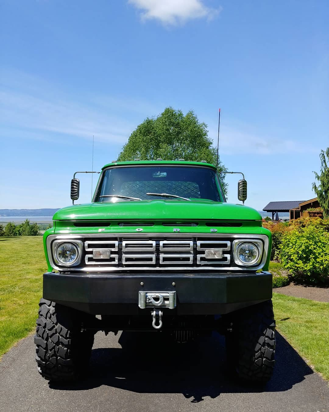 1965 Ford F100 With a 64 Grill On 41.5 Pitbull Tires 2.jpg