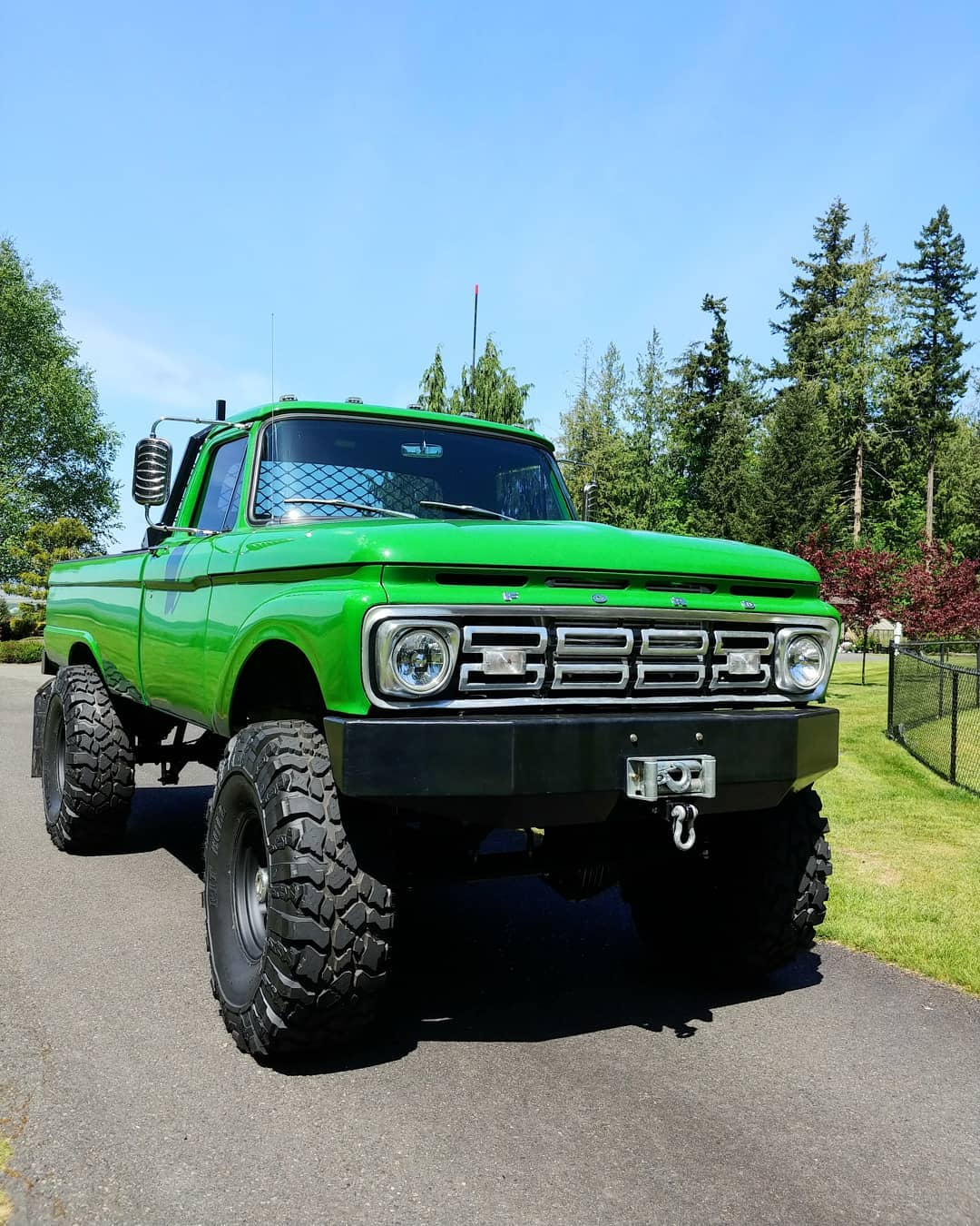 1965 Ford F100 With a 64 Grill On 41.5 Pitbull Tires 5.jpg
