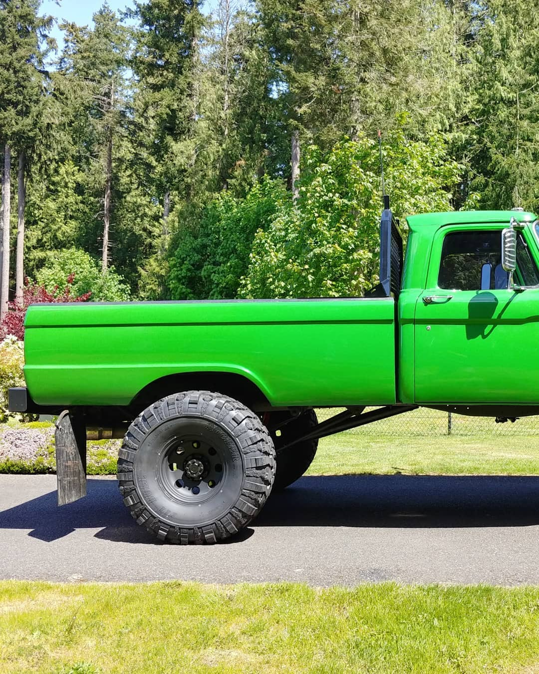 1965 Ford F100 With a 64 Grill On 41.5 Pitbull Tires 7.jpg
