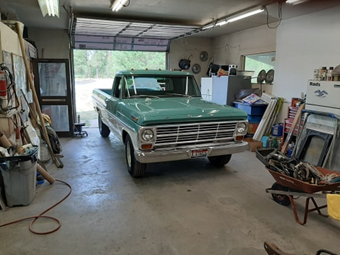 1968 Ford F-250 With a 360 4 Speed Green And White www.FordDaily.net 5.jpg