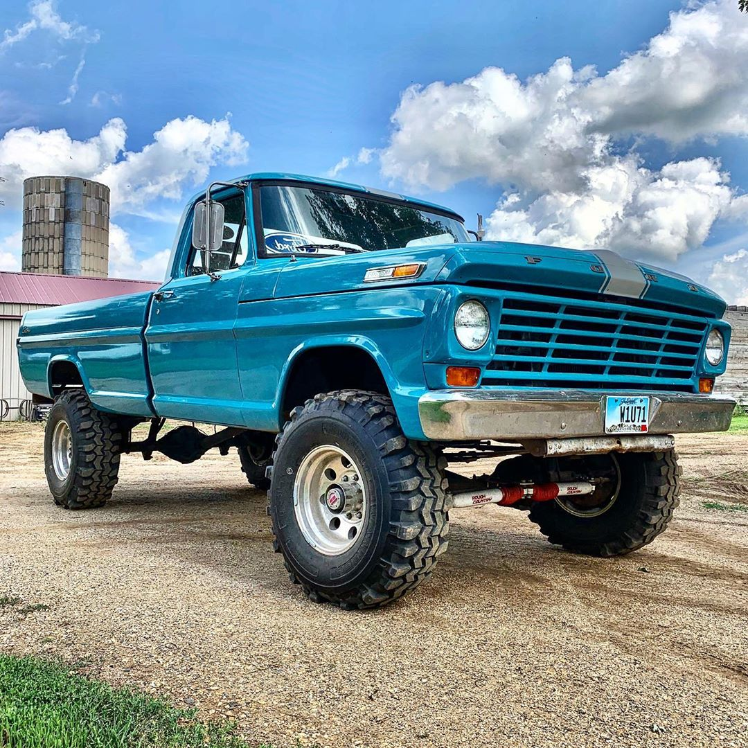1969 Ford F250 Highboy 36 inch TSL Super Swampers 2.jpeg