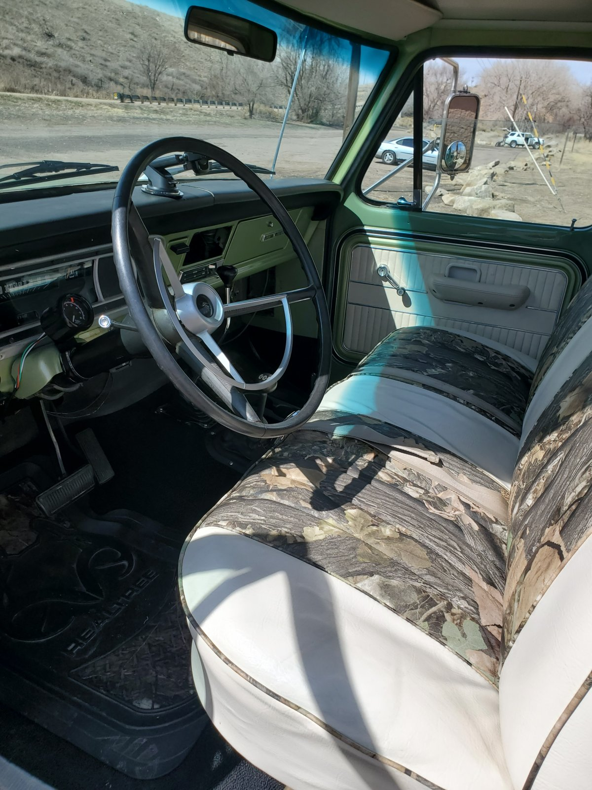 1970 Ford F-250 4x4 Powered By a 460 V8, Boxwood Green 5.jpg