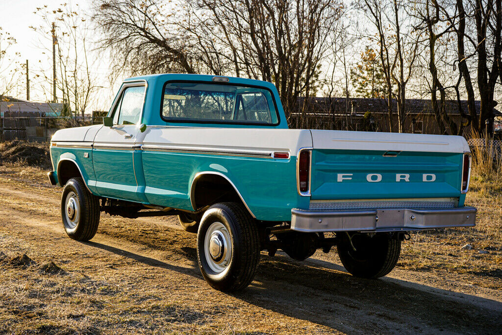 1973 Ford F-250 Highboy Turquoise & White 4x4 - For Sale 2.jpg