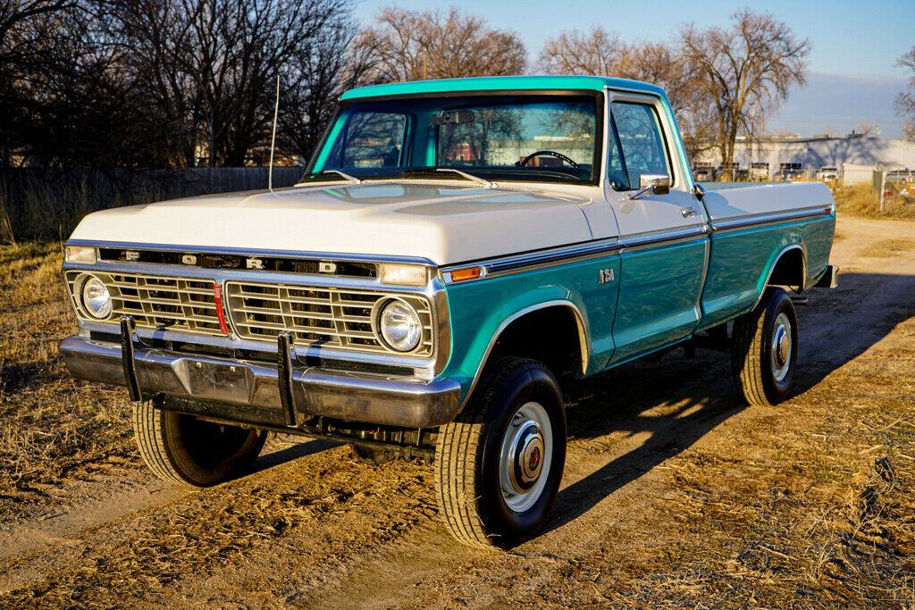 1973 Ford F-250 Highboy Turquoise & White 4x4 - For Sale 5.jpg