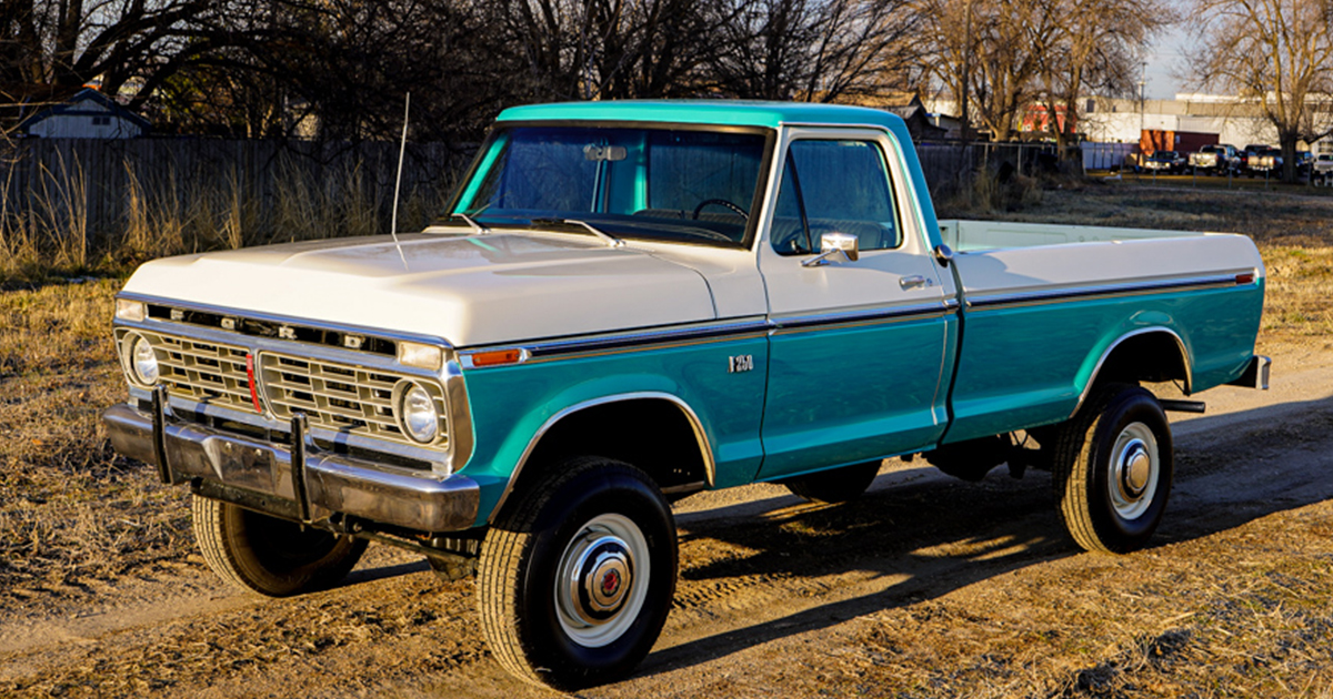 1973 Ford F-250 Highboy Turquoise & White 4x4 - For Sale.jpg