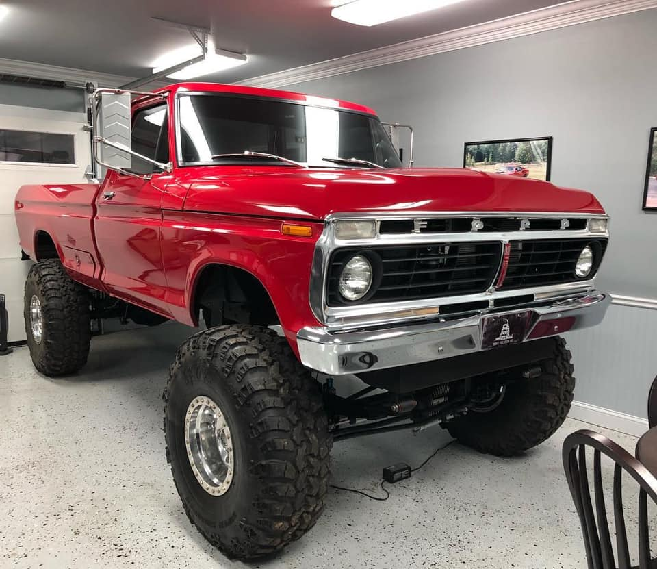 1973 Ford F-250 With 7.3 Powerstroke Diesel And Super Swampers 1.jpg