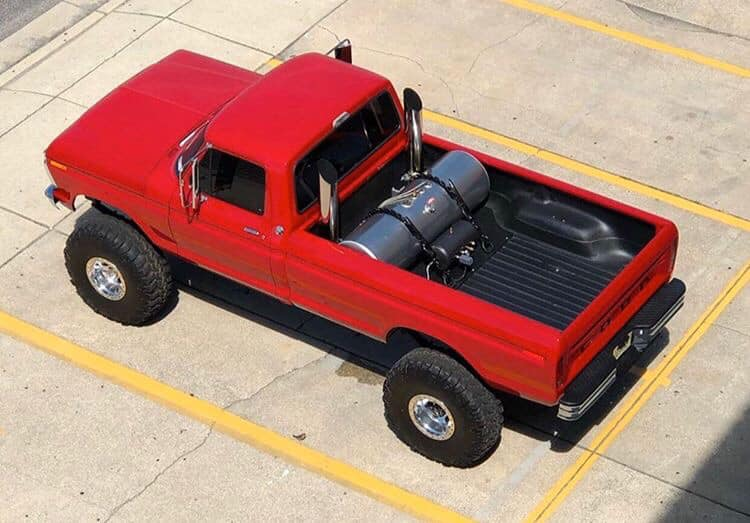1973 Ford F-250 With 7.3 Powerstroke Diesel And Super Swampers 3.jpg