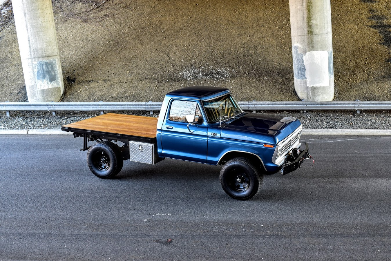 1973 Ford F250 Highboy With Wood Deck Bed 14.JPG