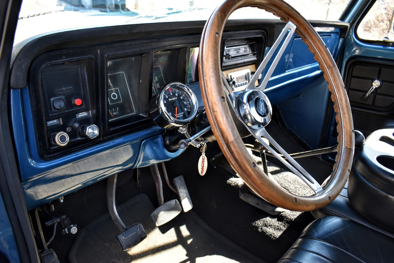 1973 Ford F250 Highboy With Wood Deck Bed 9.JPG