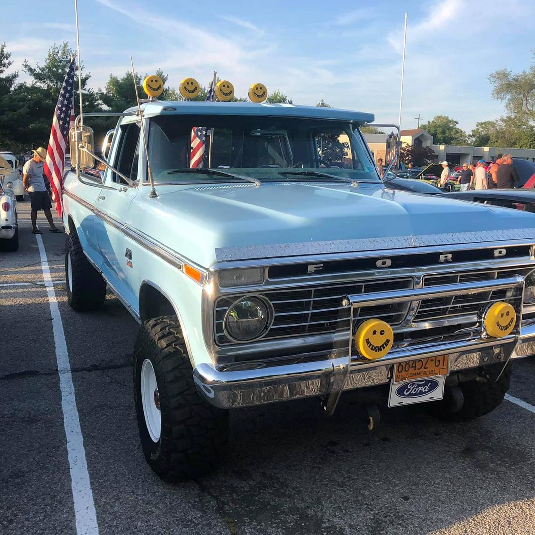 1974 Ford F-250 With a 360 V8 4 Speed 4x4 5.jpg