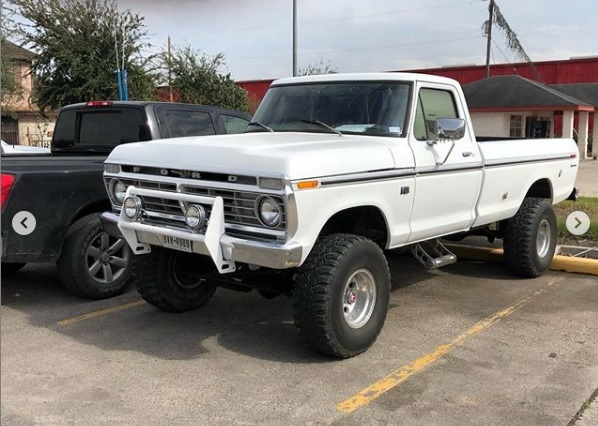 1974 Ford F100 360 4x4 Auto 4-inch Lift On 15x12.jpg
