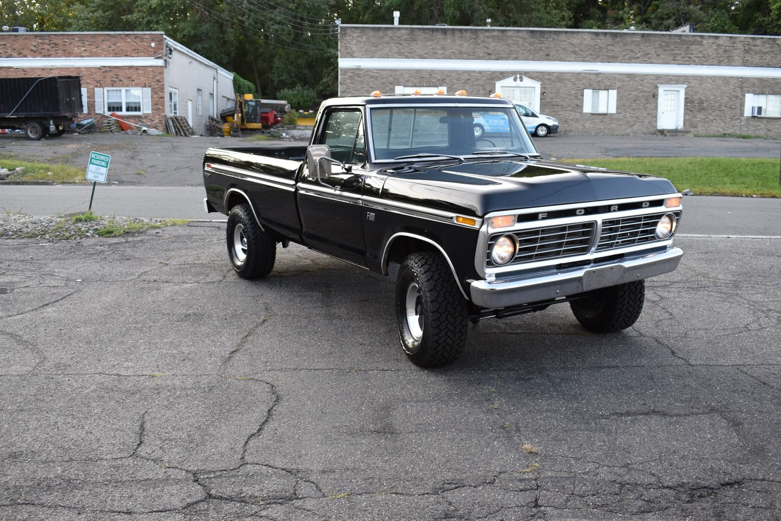 1975 Ford F100 4x4 For Sale 2.JPG