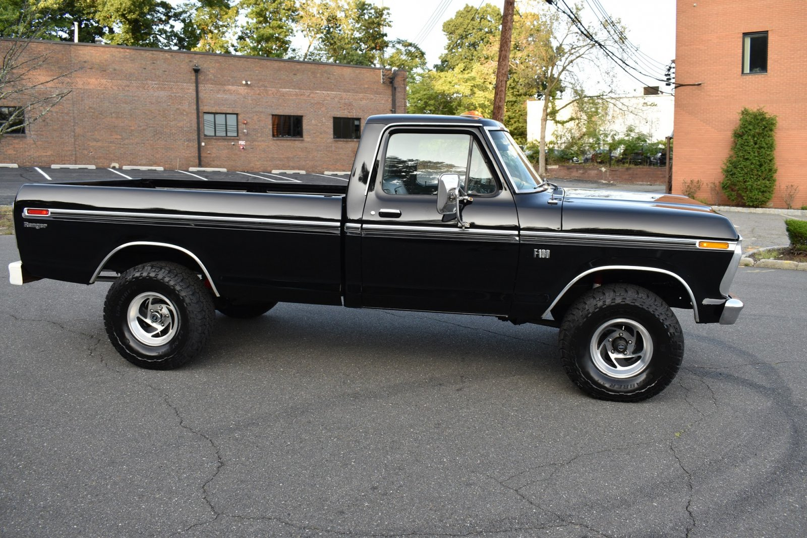1975 Ford F100 4x4 For Sale 3.JPG