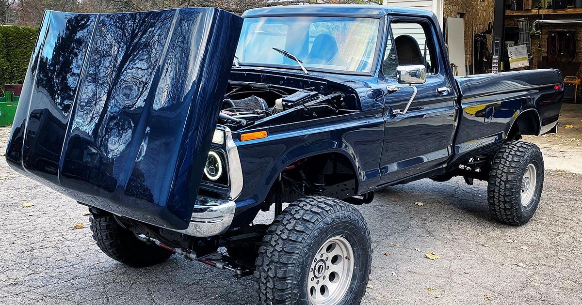 1976 Ford F150 With a 7.3L Powerstroke.jpg