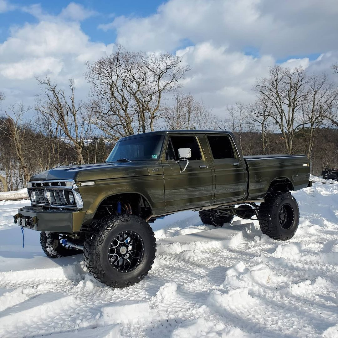 1977 F-350 Crew Cab 4x4 With a 514cu Olive Gold 6 (2).jpg