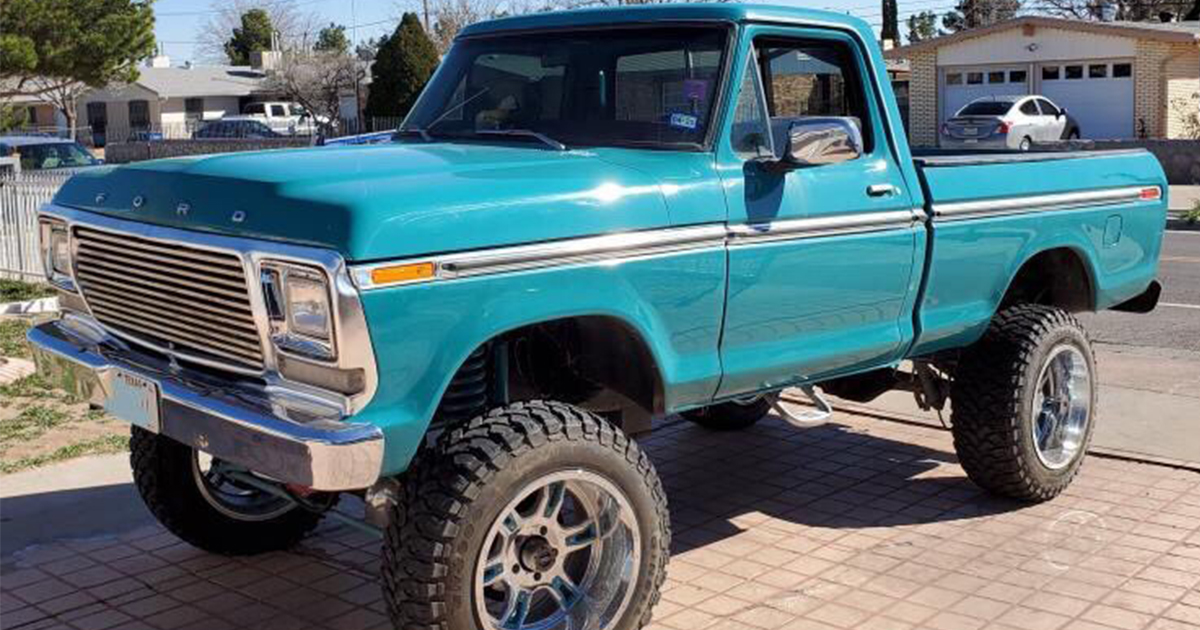 1977 F150 Short Bed 4x4 With a 460 .jpg