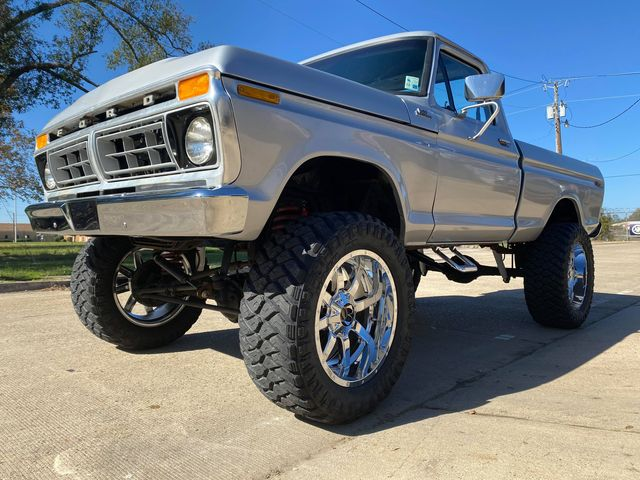 1977 F150 With 8-inch Lift 460 Under The Hood 2.jpg