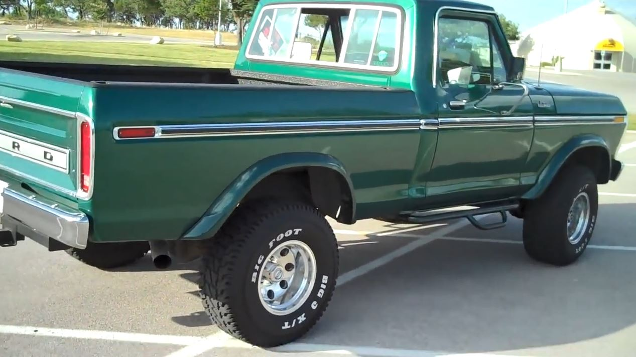 1977 Ford F-150 4x4  with 460 6.JPG