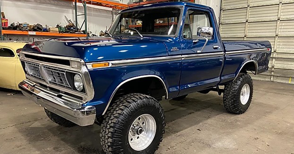 1977 Ford F-150 Ranger With a 460 4x4 Midnight Blue 2.jpg