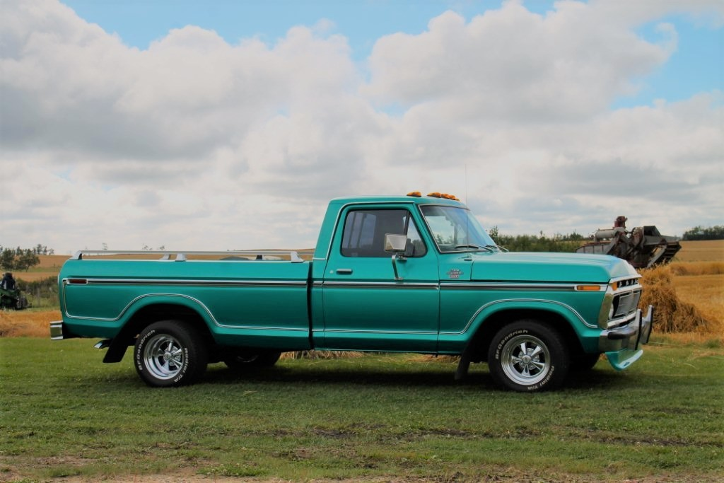 1977 Ford F-150 With a 460 Green 3.jpg