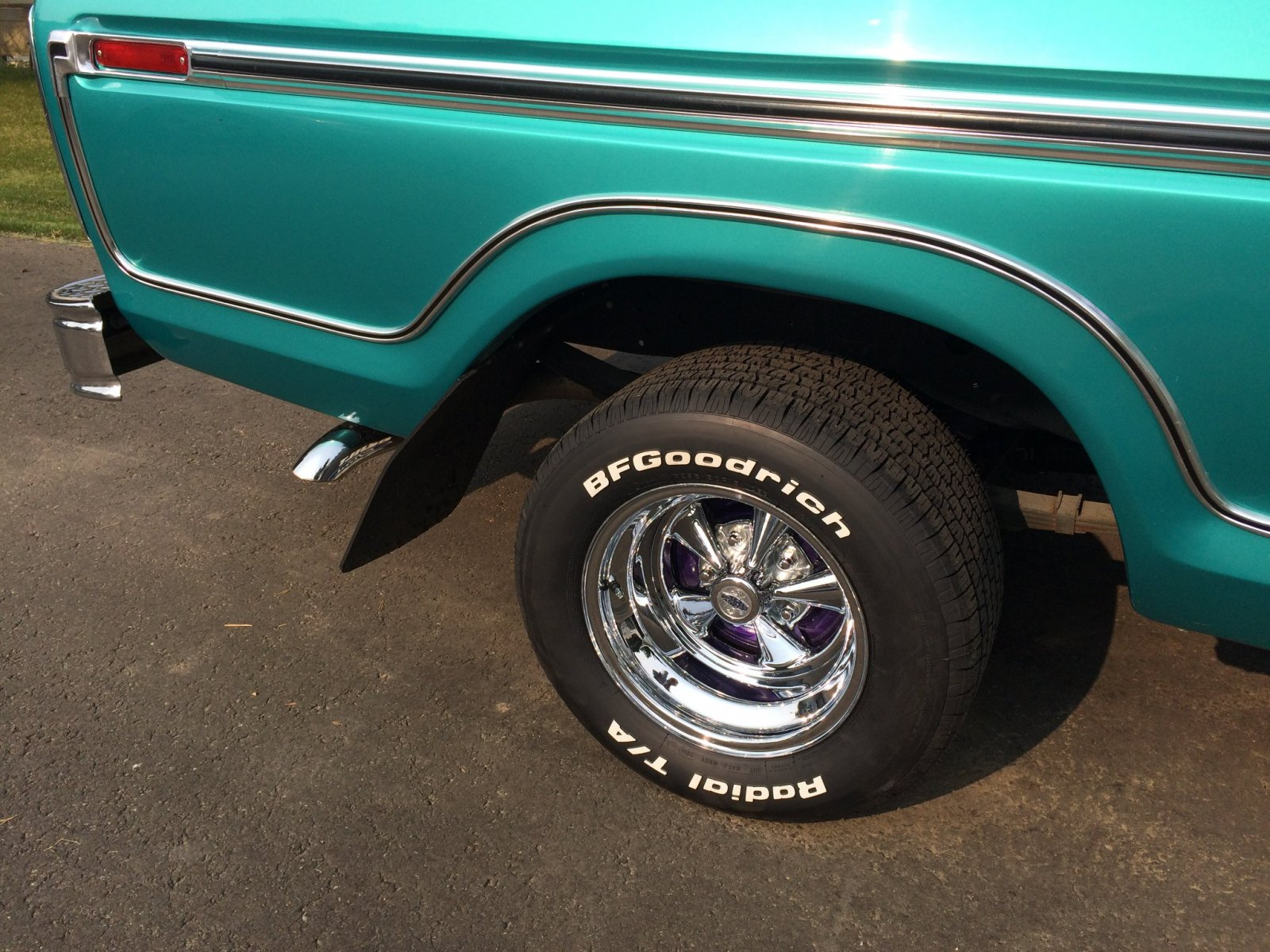 1977 Ford F-150 With a 460 Green 4.jpg
