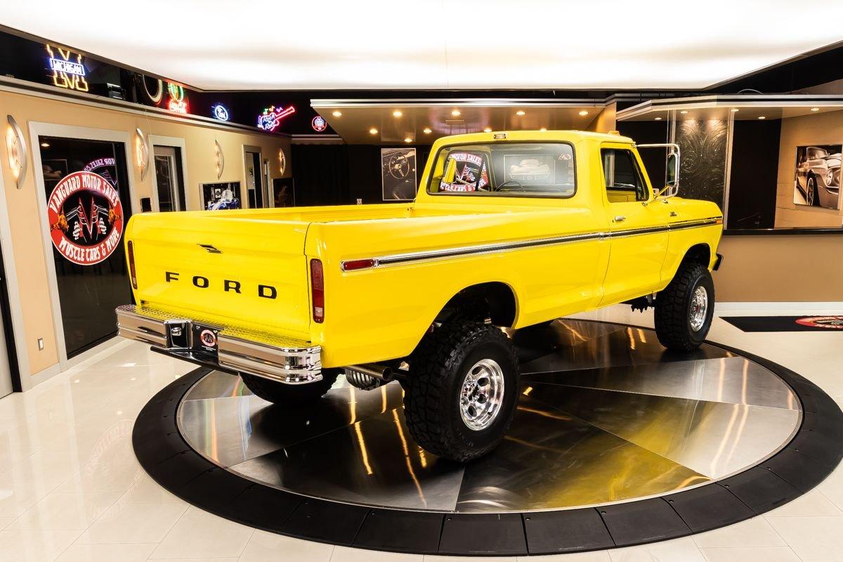1977 Ford F-250 4x4 Pickup Truck 3.jpg