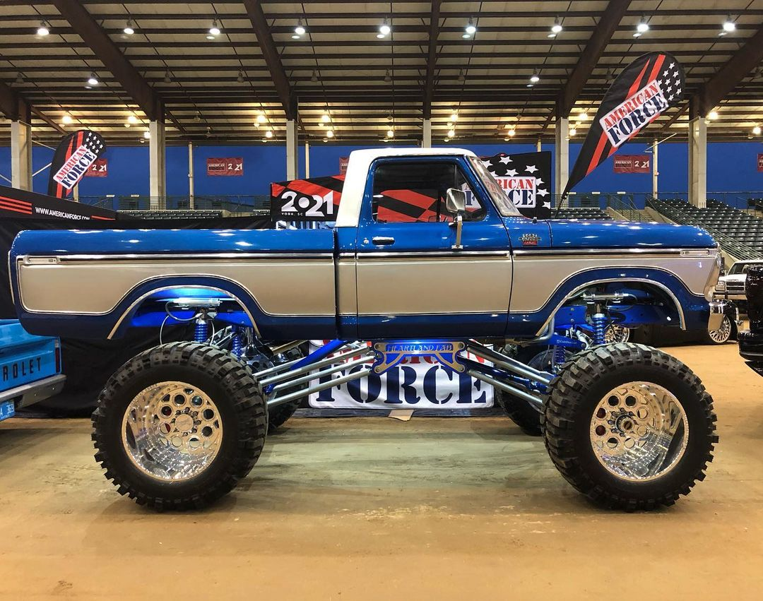 1978 Ford F-150 On Superswampers 4x4 At LST 2021 3.jpg