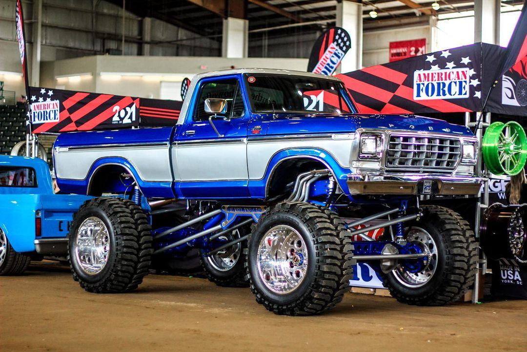 1978 Ford F-150 On Superswampers 4x4 At LST 2021 4.jpg