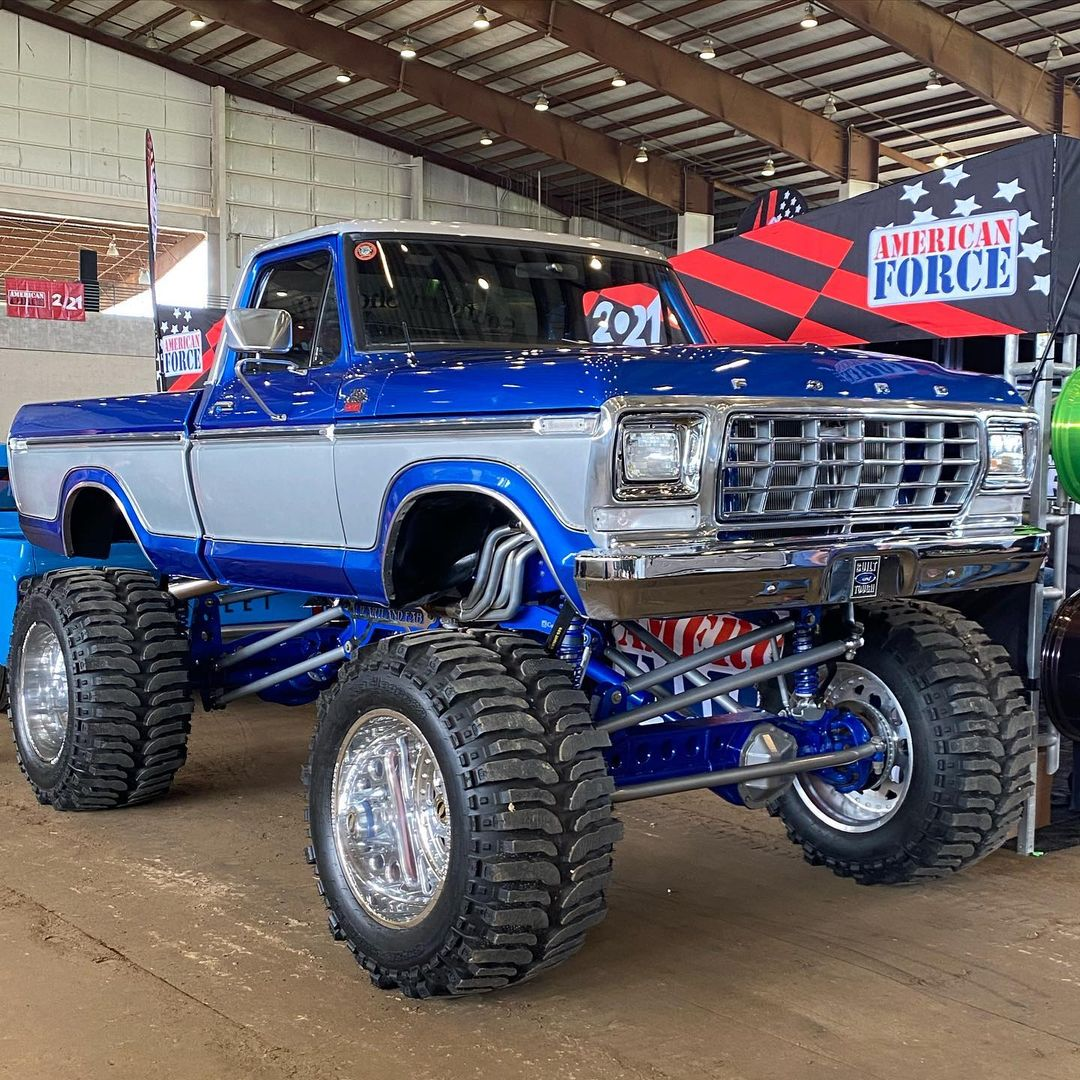 1978 Ford F-150 On Superswampers 4x4 At LST 2021 7.jpg
