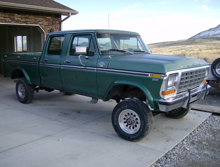 1978 Ford F-250 Crew Cab White And Gold Pearl 3.jpg