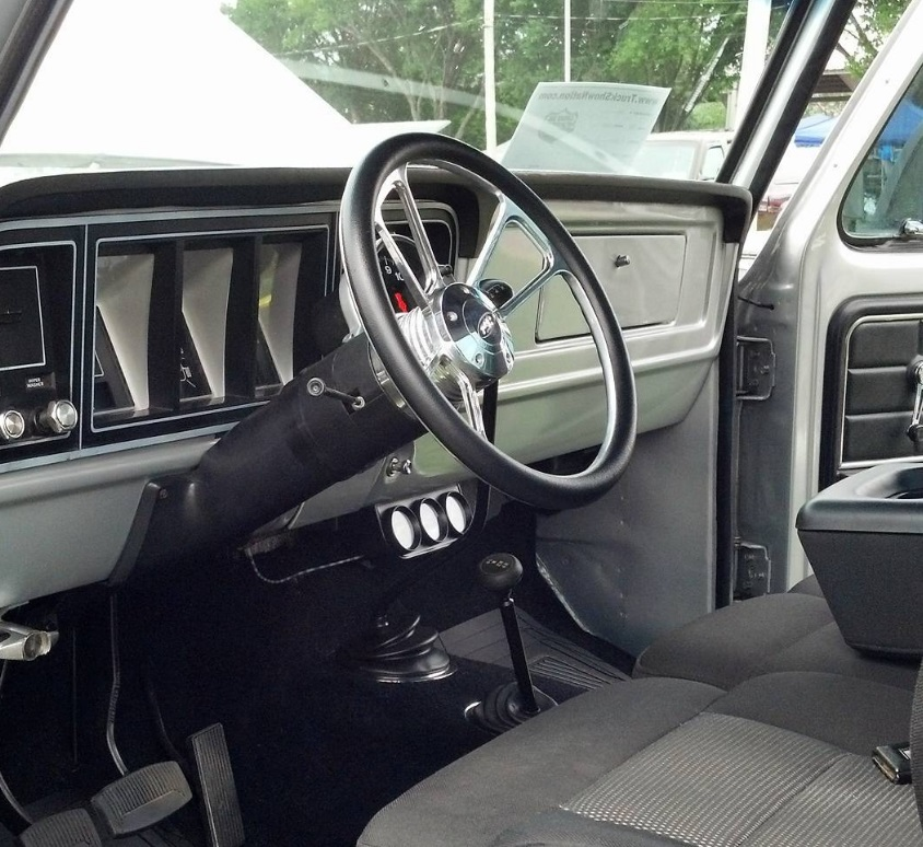 1978 Ford F-250 Silver Truck 7.jpg