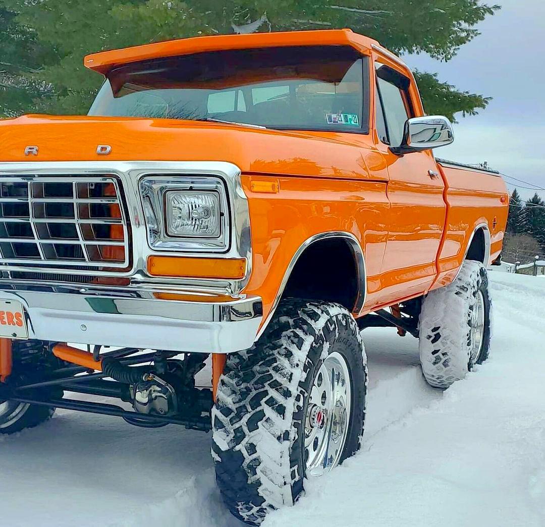 1978 Ford F150 4x4 Pumpkin Truck 2.jpg