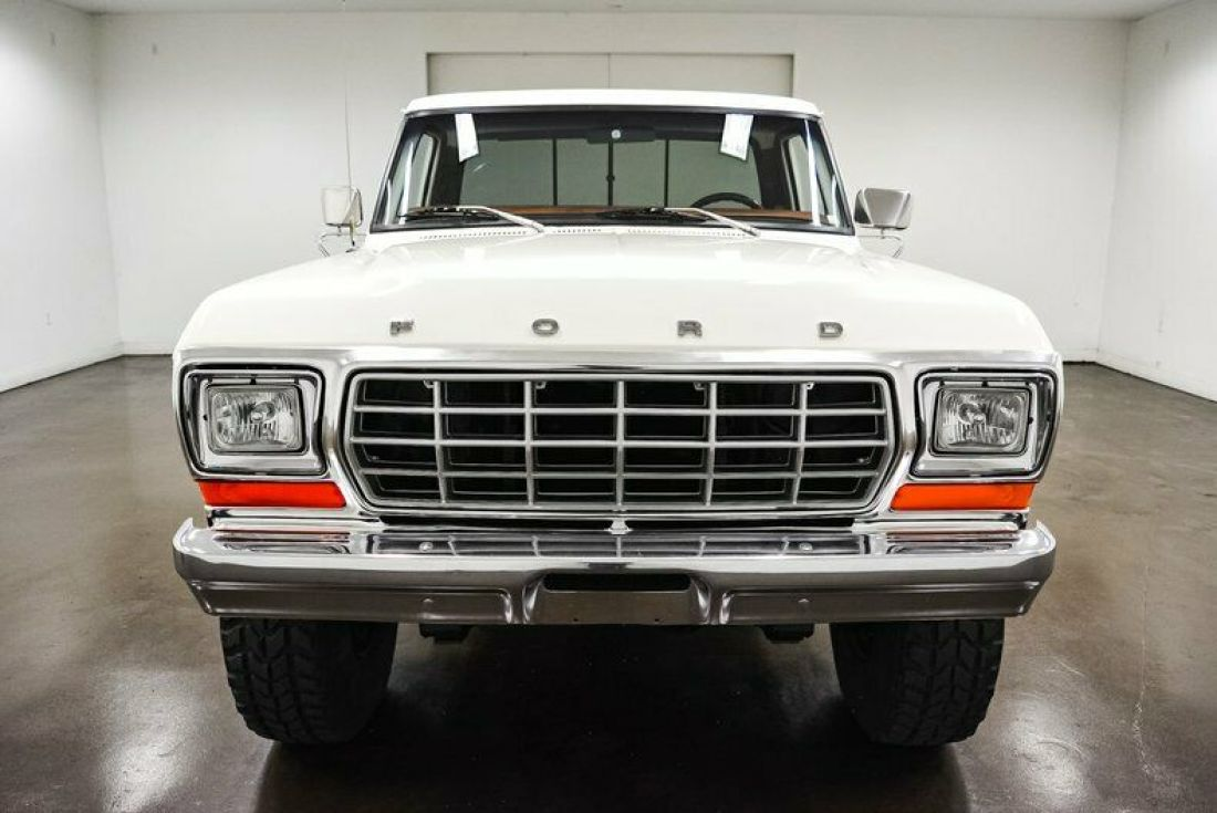 1978-ford-f250-767-miles-white-pickup-truck-400ci-v8-4-speed-manual-2.jpg