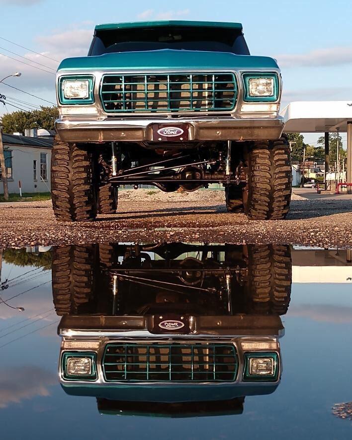 1979 Ford Bronco 4x4 Bikini Pearl Paint 10.jpg