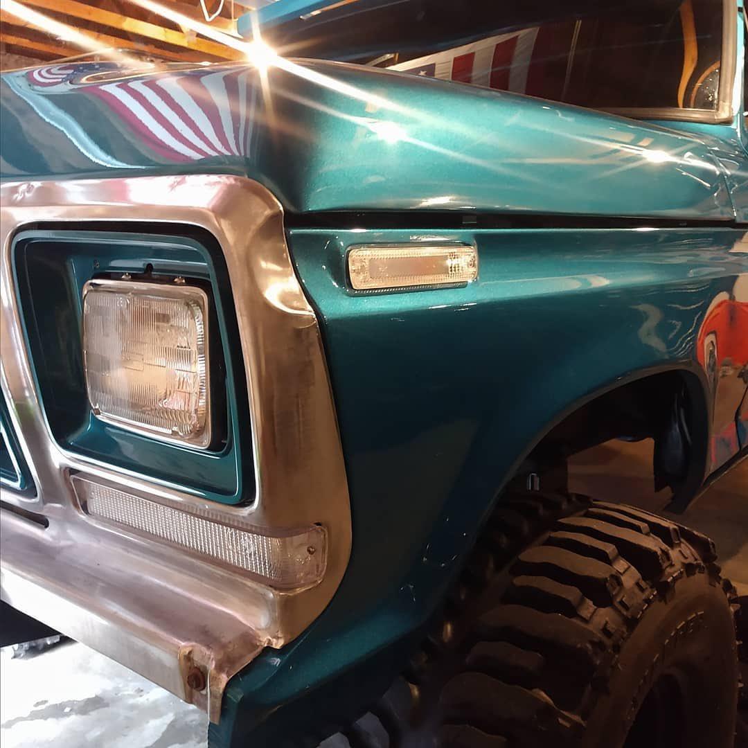 1979 Ford Bronco 4x4 Bikini Pearl Paint 8.jpg