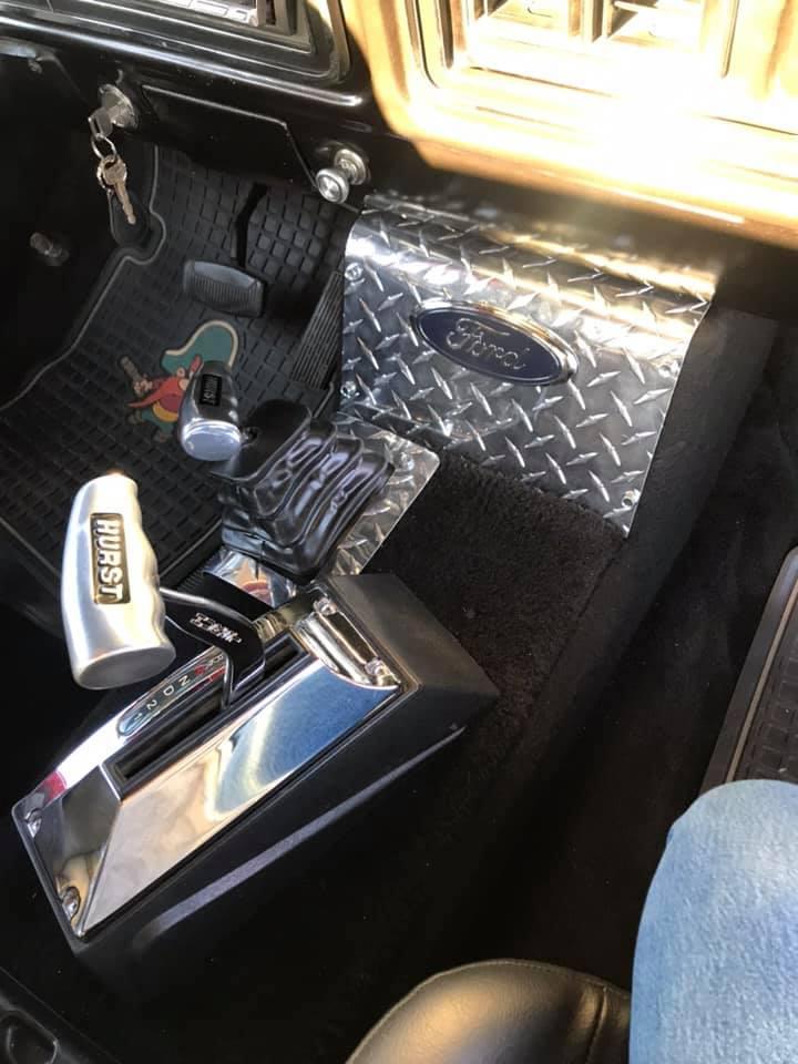 1979 Ford Bronco On Super Swampers 4x4 4.jpg